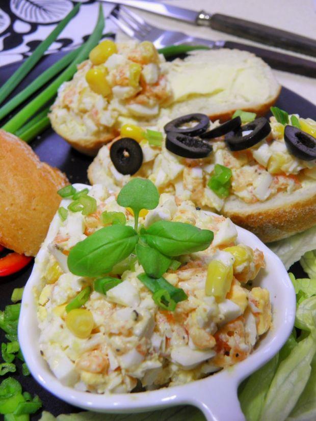Pasta jajeczna z łososiem i kukurydzą