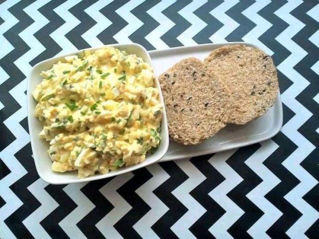 Pasta jajeczna z rukolą i mozzarellą do pieczywa