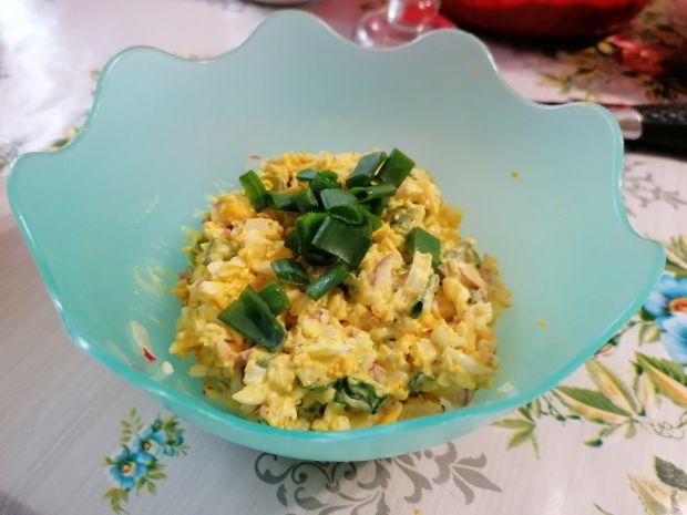 Pasta jajeczna z rzodkiewka i szczypiorliem