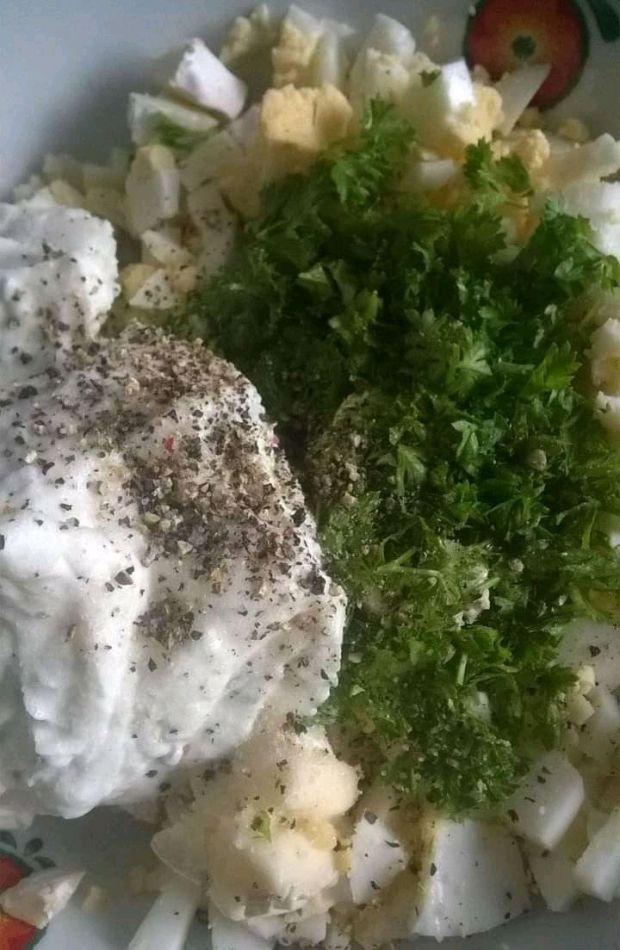 Pasta jajeczna z serkiem camembert