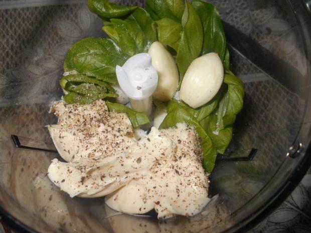 Pasta jajeczno-bazyliowa
