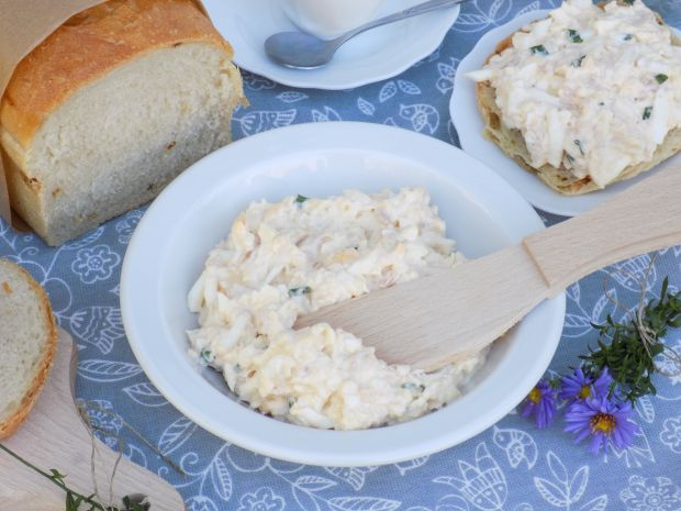 Pasta z jajek, wędliny i sera mozzarella