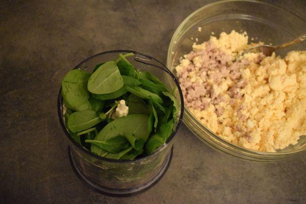 Pasta z jajek, wędzonej makreli i szpinaku