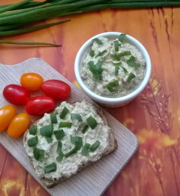 Pasta z pieczonej makreli z ogórkiem i koperkiem