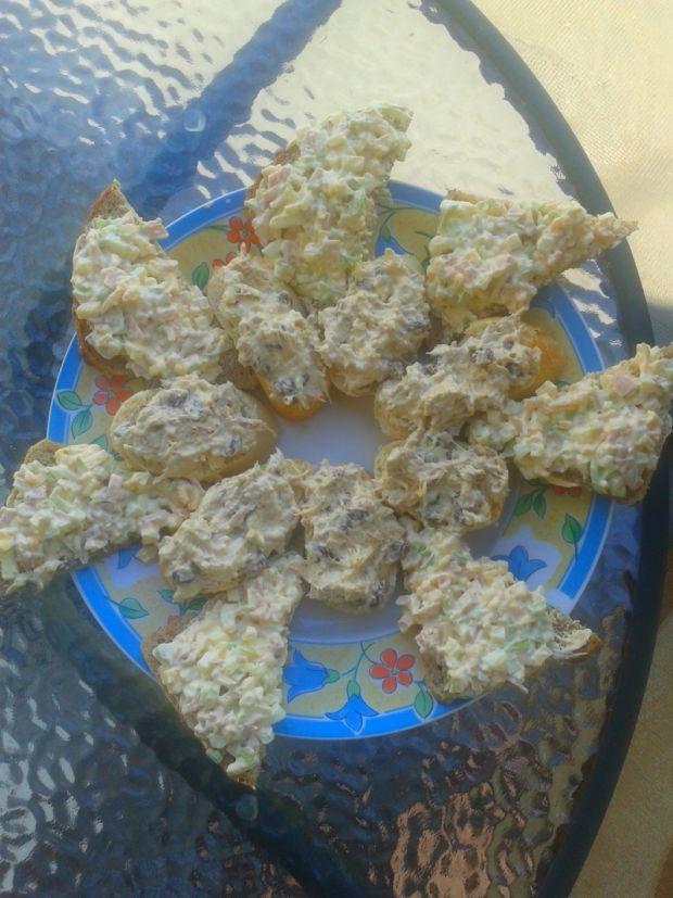 Pasty kanapkowe z kurczakiem i z jajkami i szynką