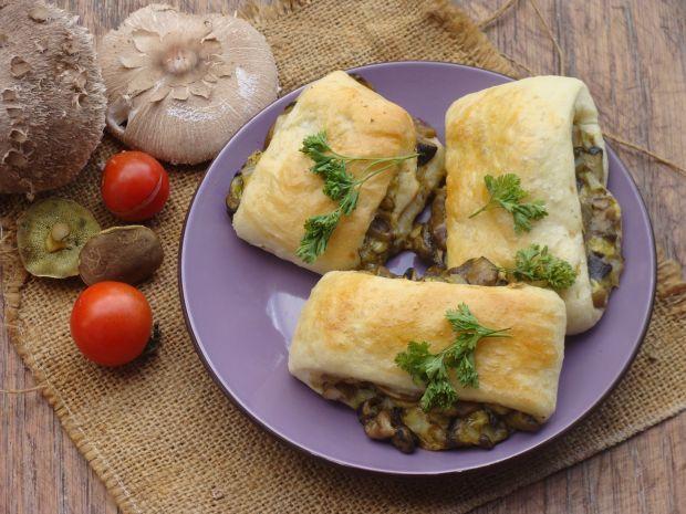 Paszteciki drożdżowe z grzybami i serem
