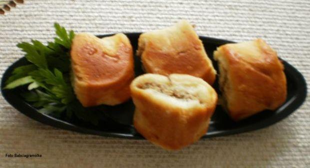 Paszteciki drożdżowe z mięsem kurczaka :