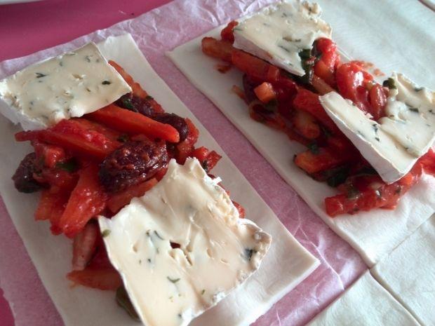 Paszteciki z warzywami i serem pleśniowym