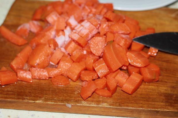 Pasztet drobiowy z marchewką i szczypiorkiem