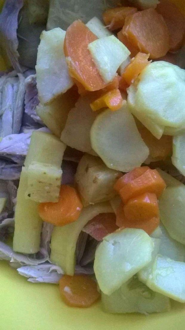 Pasztet rosołowy z indyka i warzyw