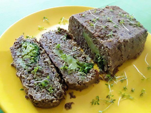 Pasztet z zielonej soczewicy z brokułami