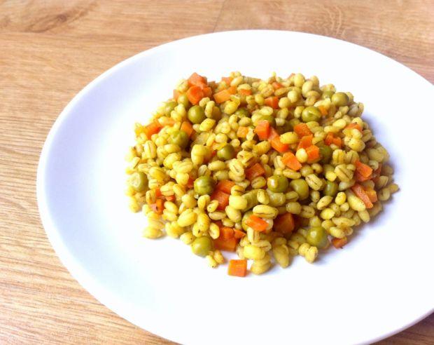 Pęczak z marchewką i groszkiem