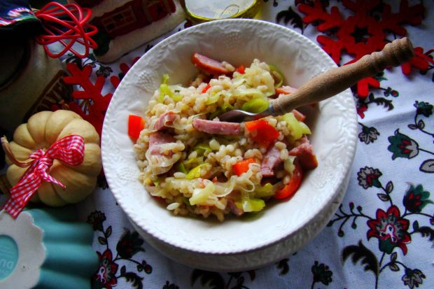 Pęczak z warzywmi i kiełbasą