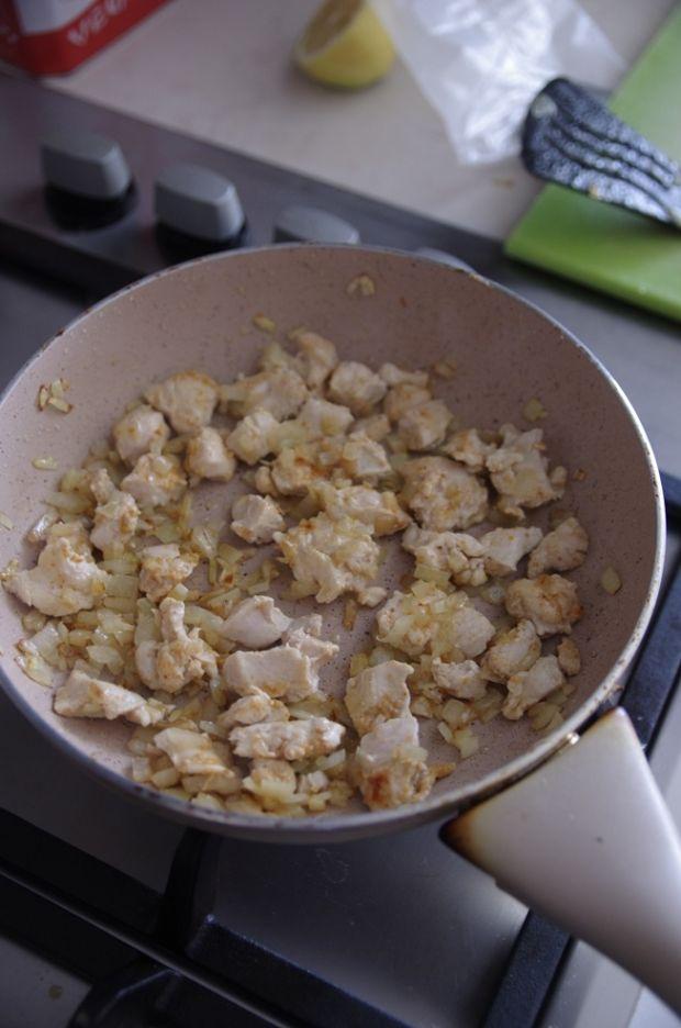 Pęczotto z kurczakiem, kapustą i groszkiem