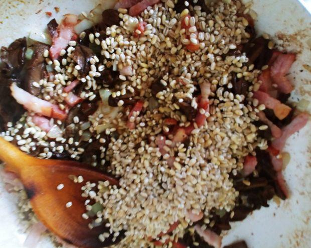 Pęczotto z suszonymi grzybami i boczkiem