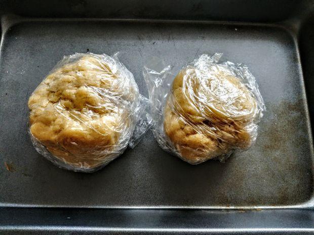 Pełnoziarniste kruche ciasto z jabłkami i śliwkami