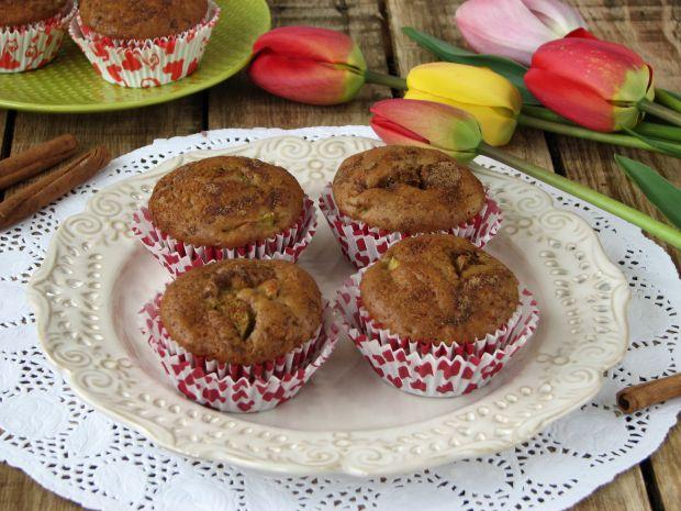 Pełnoziarniste muffinki z rabarbarem