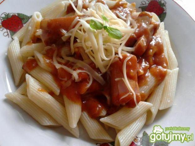 Penne z sosem pomidorowym i kiełbasą