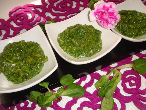 Pesto z roszponki i oliwek