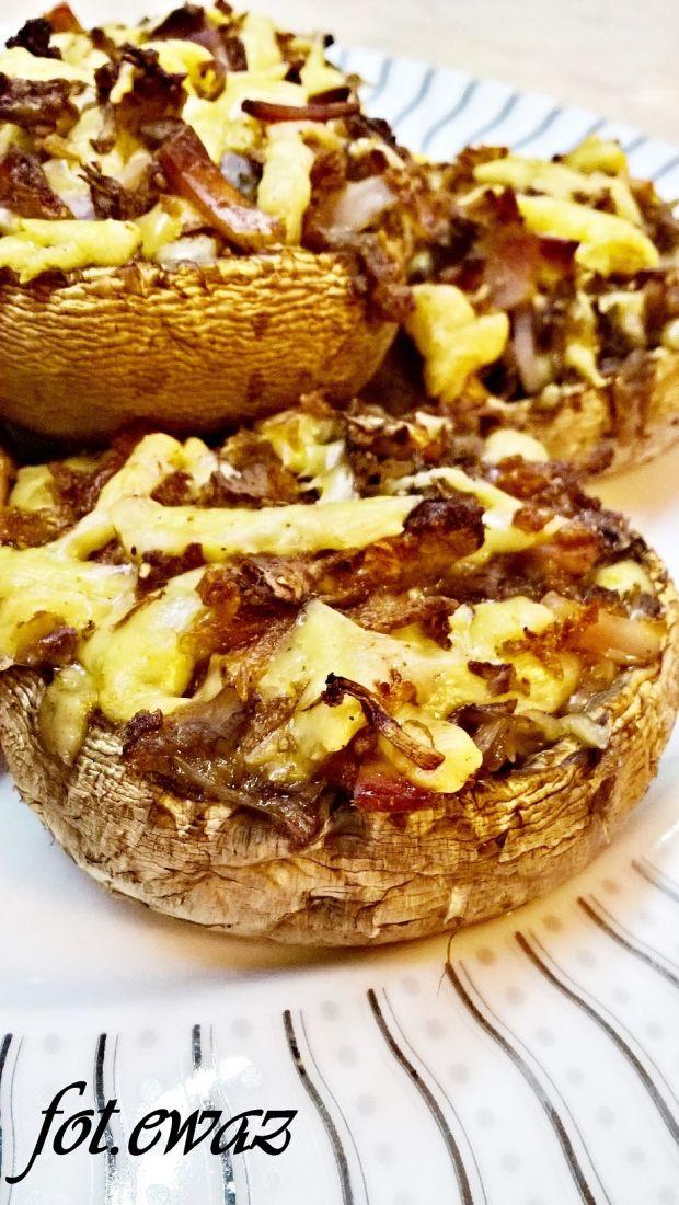 Pieczarki faszerowane serem, schabem i cebulką
