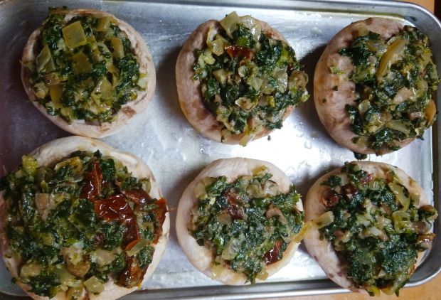 Pieczarki nadziewane szpinakiem i serem feta