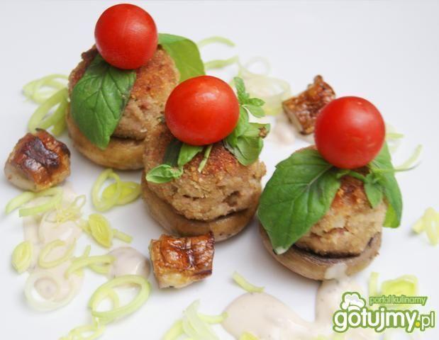 Pieczarki z mini kotlecikami