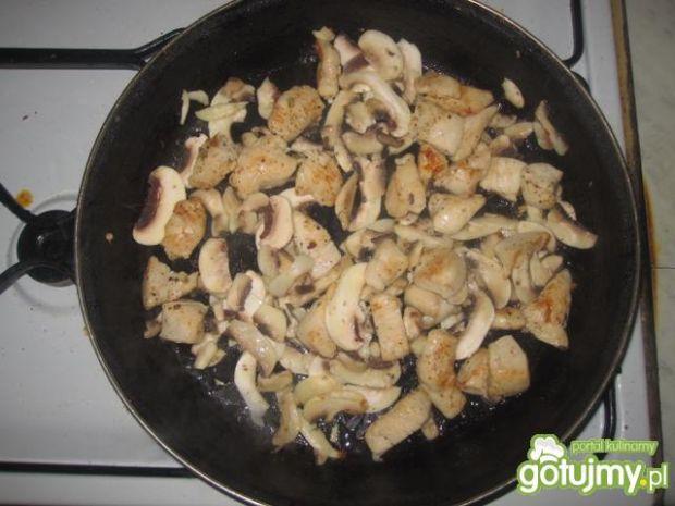 Pieczarkowo-brokułowe penne z kurczakiem