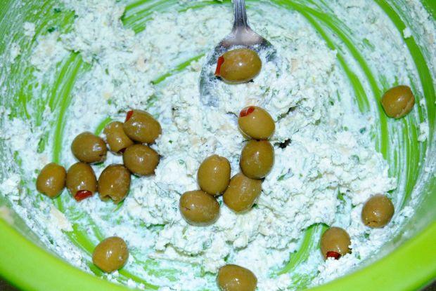 Pieczeń wołowa z oliwkami i białym serem