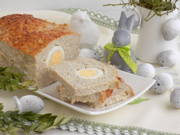 Pieczeń z jajkiem i orzeszkami