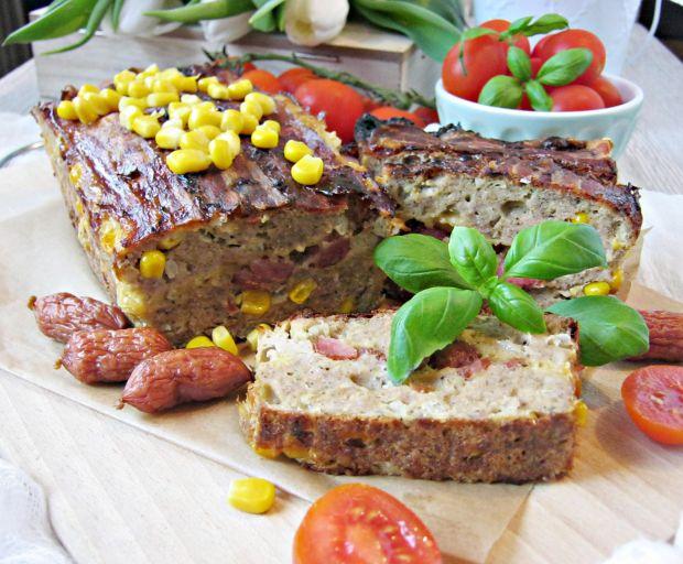 Pieczeń z kukurydzą i kabanoskami