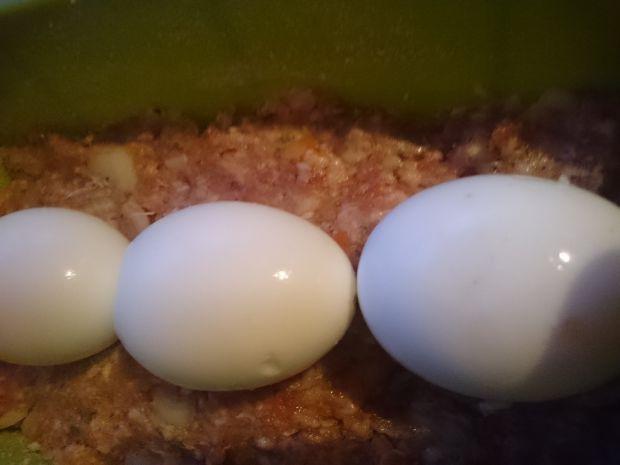 Pieczeń z mięsa mielonego z jajkiem