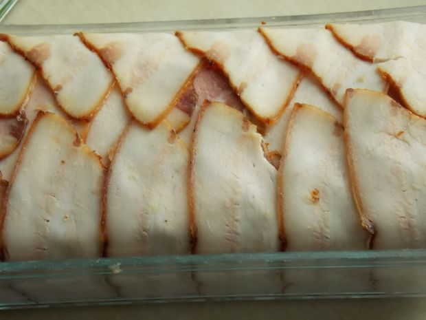Pieczeń z selerem korzeniowym otulona boczkiem