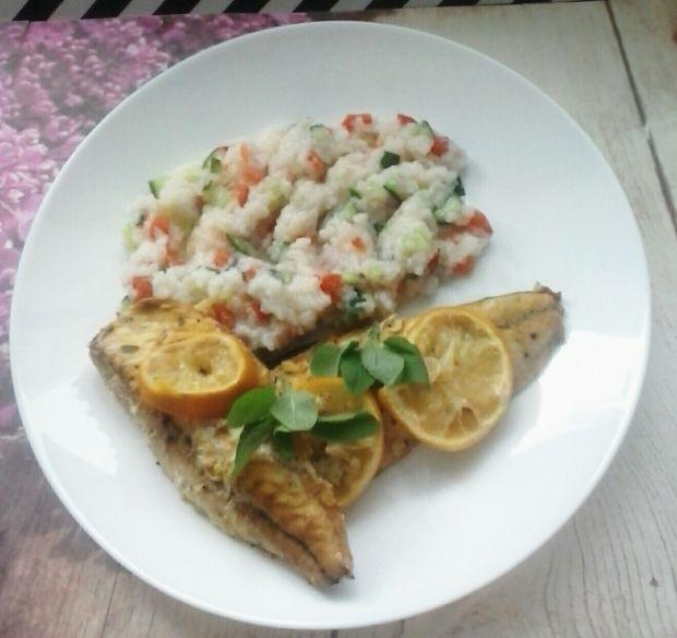 Pieczona makrela z sałatką ryżową