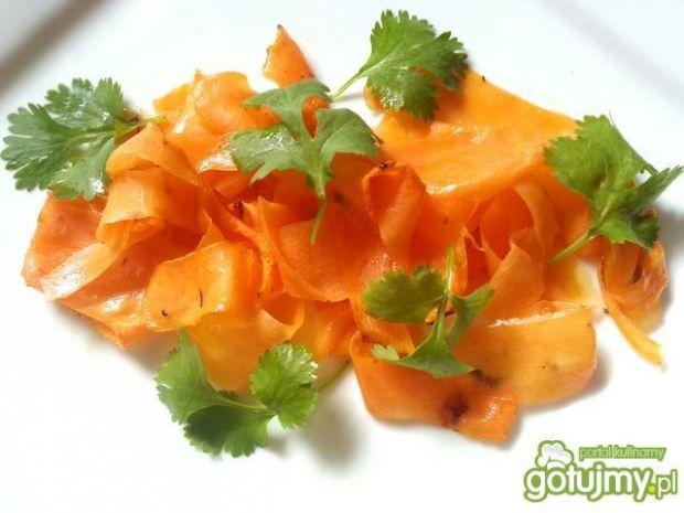 Pieczona marchewka w soku z pomarańczy