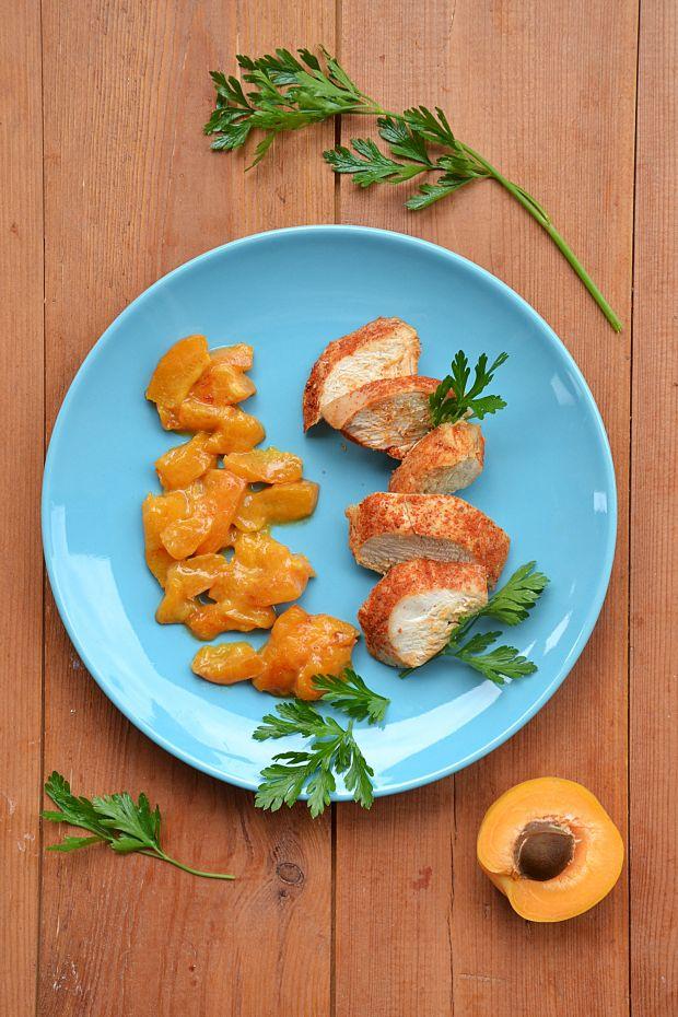 Pieczona pierś z kurczaka w sosie morelowym