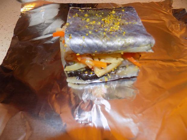 Pieczona ryba przekładana warzywami