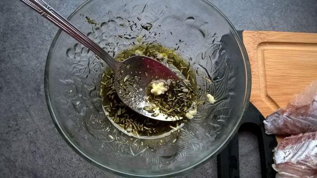Pieczona tołpyga w marynacie ziołowej