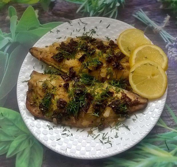 Pieczone filety makreli z suszonymi pomidorami