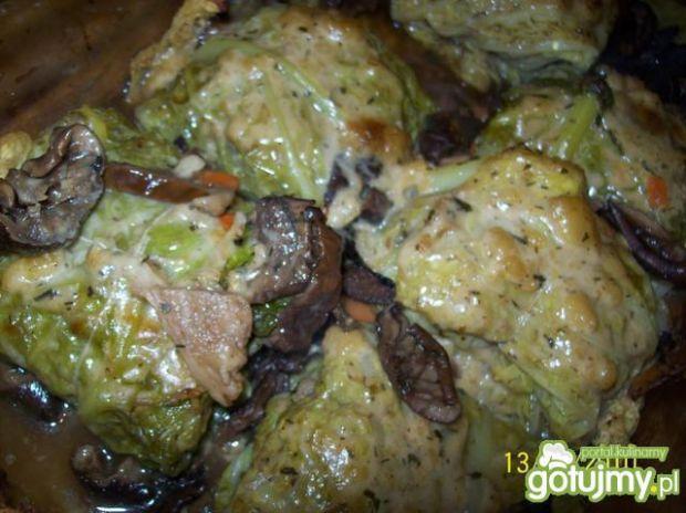 Pieczone gołąbki w sosie grzybowym