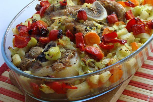 Pieczone golonki z warzywami