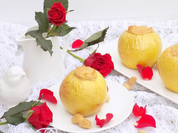 Pieczone jabłka z kaszą manną i masłem orechowym