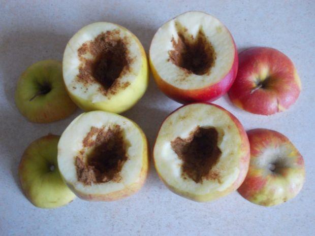 Pieczone jabłka z masłem orzechowym
