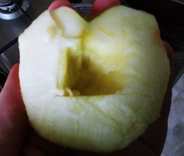 Pieczone jabłko z płatkami jęczmiennymi i żurawiną