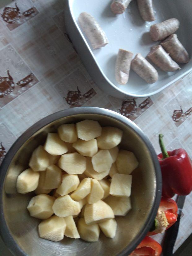 Pieczone kiełbaski z ziemniakami i papryką