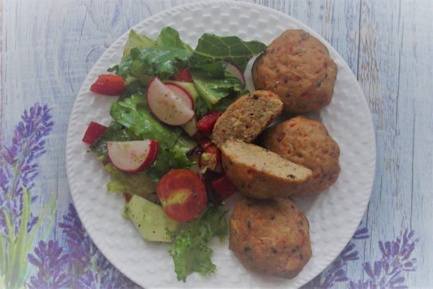 Pieczone kotlety rybne z warzywami