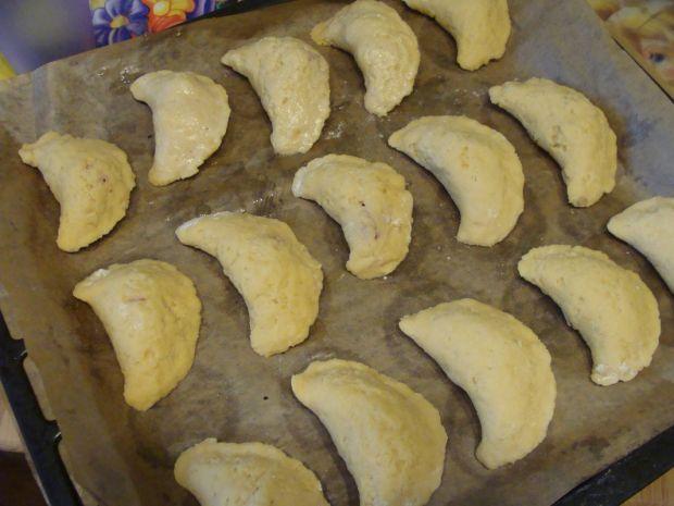 Pieczone pierogi z truskawkami