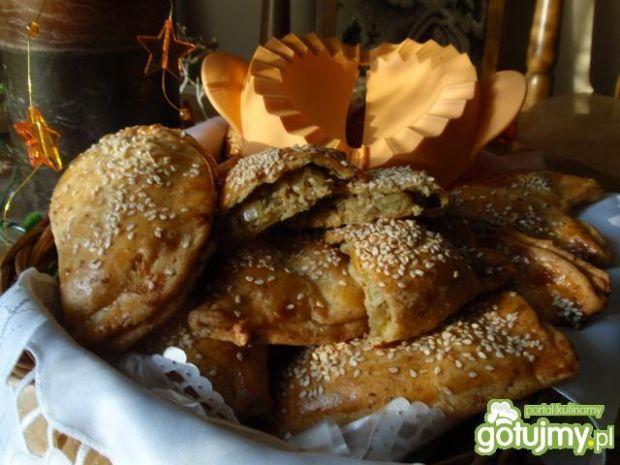 Pieczone pierożki z kapustą kiszoną