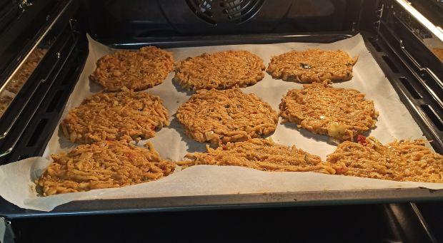 Pieczone placki ziamniaczane z papryką i cukinią