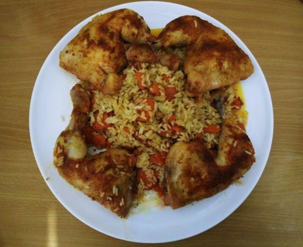 Pieczone podudzia z kurczaka z ryżem i marchewką