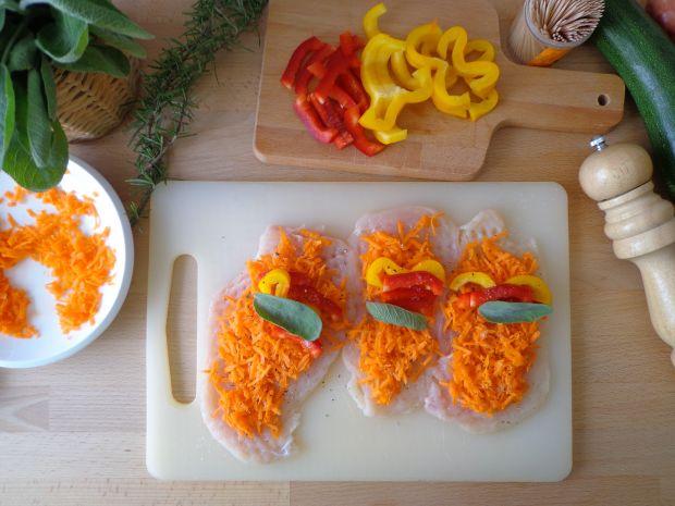 Pieczone roladki z piersi z kurczaka z warzywami